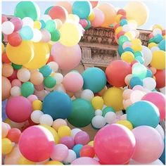 We love balloons - especially balloon garlands. Love Balloon, Balloon Garland, Balloons Galore, Rainbow Pastel, Garlands, Easter Eggs, Colorful, Bright, Party