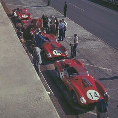 Ferrari Team at 1959 @24hoursoflemans #Ferrari 250 TR59 by Fantuzzi Spyder 3.0L Tipo 128LM/59 V12 306hp. These are 3 of only 5 units ever made. #14 Gendebien (B)/Hill (USA) #15 H.d.S Ramos (BR)/Allison (GB) #23 Scarlatti (I)/Cabianca (I) - Dino 196 S #12 Behra (F)/Gurney (USA)