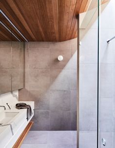 Project 12 Architecture's Northcote Residence, where an existing Californian bungalow and its ill-fitting extension is given new life. Australian Architecture, Australian Homes, Interior Architecture, Residential Architecture, Interior Design, Recycled Brick, California Bungalow, Casas Containers, Timber Cladding