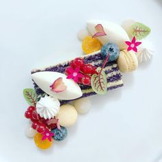 Blueberry mousse, sponge cake, huckleberry, edible flowers by Wedding Food Menu, Baking And Pastry, Pastry Chef, Fancy Desserts, Food Plating, Plating Ideas, Edible Flowers, Sponge Cake, Edible Art