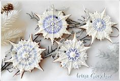 Snowflakes by Irina - delicate, icy perfection in white, blue, & purple. Irina shares the source of her cookie cutter, too! Thanks, Irina. Posted on Cookie Connection
