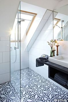 Top Loft Conversion Ideas That Will Transform Your Attic - Shower Room in Your Attic Loft Ensuite, Loft Bathroom, Bathroom Layout, Bathroom Interior Design, Bathroom No Window, Bathroom Suites Uk, Master Bathroom, Bathroom Ideas Uk, Skylight Bathroom