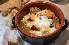 zuppa di cipolle gratinata al pecorino