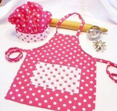 Retro Pink and White Dots Child Apron and Chef Hat set. not this one per se, just the idea Childrens Apron Pattern, Child Apron Pattern, Childrens Aprons, Sewing Hacks, Sewing Crafts, Sewing Projects, Sewing For Kids, Baby Sewing, Towel Apron