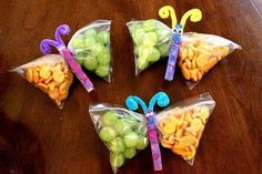 Kids could make them into Dragons this time. snack bags filled with healthy goodies, clip the middle with a painted clothes pin, add pipe cleaner antennae.cute snacks for the kids or a kids party. Johnson for preschool snacks? Cute Food, Good Food, Butterfly Snacks, Butterfly Bags, Simple Butterfly, Butterfly Artwork, Butterfly Pictures, Butterfly Fairy, Butterfly Wedding