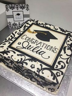 Plan the perfect grad party with the perfect graduation cake! Here you'll find 33 inspirational graduation cake ideas your grad will absolutely love! Graduation Open Houses, College Graduation Parties, Graduation Celebration, High School Graduation, Grad Parties, Graduation Gifts, Graduation Ideas, Graduation Cake Designs, Graduation Desserts