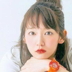 吉岡里帆 Japan Fashion, Girls In Love, Japanese Girl, Singer, Actresses, Portrait, Cute, Model, Japan Style