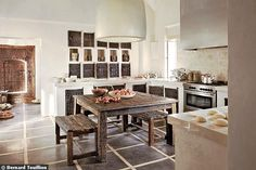 Ethnic chic kitchen : cabinets are vintage hand-carved doors and windows from Mali. Photo Bernard Touillion.