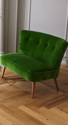 Breathe new life into an old design favourite with the Le Cocktail Velvet Two Seater Sofa. Green Furniture, Furniture Design, Interior Design Inspiration, Home Interior Design, Kitchen Sofa, Mid Century Modern Armchair, Green Sofa, Small Sofa, Modern Dining Chairs