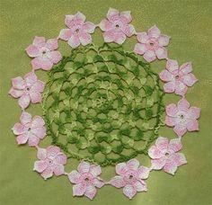 Napperons aux fleurs colorées ou unis , accompagnés de leurs grilles gratuites , trouvés dans la Galerie Picasa de