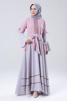 Grey-Pink Casual Hijab Outfit, Hijab Dress, Abaya Fashion, Fashion Dresses, Estilo Abaya, Girl Fashion, Womens Fashion, Casual Party, Muslim Women