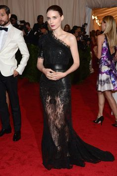 Rooney Mara in an amazing lace dress by Givenchy haute couture