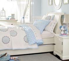 dormitorio niña celeste y blanco