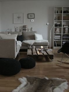Living room - pallet coffee table