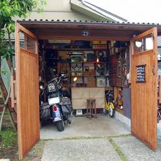 How To Choose The Proper Bicycle Garage Tools, Diy Garage, Garage Workshop, Motorcycle Workshop, Motorcycle Garage, Motorbike Shed, Bicycles For Sale, Warehouse Conversion, Cool Garages