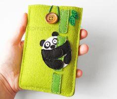 Portacellulari - Custodia cellulare in feltro con panda, verde - un prodotto unico di InspirationalGecko su DaWanda