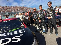 .@kaseykahne and the No. 5 team during the pre-race ceremony.
