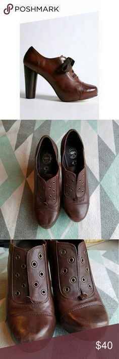 Jeffrey Campbell Sz 8 Riser Oxfords Jeffrey Campbell Riser Oxfords size 8. Good used condition. Shows some signs of wear, as pictured. No longer has laces. Reddish brown burnish sheep nappa leather. Jeffrey Campbell Shoes Heels
