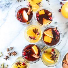 Den perfekten Glühwein könnt ihr euch jetzt ganz einfach zuhause anrühren. Wir präsentieren euch die besten Glühwein-Rezepte zum Warmwerden...