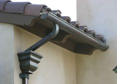 How to Install Rain Gutters Downspout Spanish Style Homes, Spanish House, Rain Gutter Installation, Gutter Colors, Spanish Tile Roof, Gutter Drainage, French Exterior, Colonial Exterior, How To Install Gutters