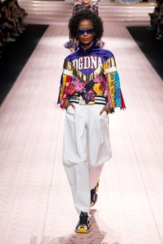 a37e58f7f10 Dolce   Gabbana Spring 2019 Ready-to-Wear Fashion Show Collection  See the  complete Dolce   Gabbana Spring 2019 Ready-to-Wear collection. Look 102