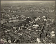 These amazingaerial photographs fromthe Boston Pictorial Archive documentingBoston's landscape and city sections in the 1920s.     Allsto...