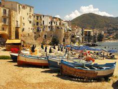 Hier zijn 24 foto's van 24 echte stadjes, dorpjes of gewoon plaatsen in Italië die tonen dat je heus niet naar de andere kant van de wereld moet reizen om prentboek-perfecte romantische plaatjes te zien. Zalig zij die deze zomer een vakantie hebben gepland in la Bella Italia.