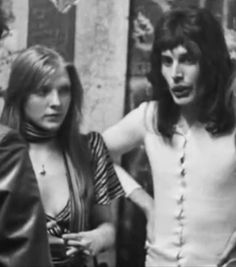 Read 1 from the story Pics of Freddie Mercury by (Queen) with 394 reads. Queen Freddie Mercury, Mary Austin Freddie Mercury, Freddie Mercury Quotes, Dorothy Parker, Brian May, John Deacon, Queen Songs, Freddie Mercury Zitate, Freddie Mercuri