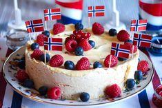 Marengsiskake til mai - Oppskrift - Godt. Norwegian Food, Danish Food, Frisk, No Bake Cake, Pavlova, Cake Recipes, Cheesecake, Food And Drink, Ice Cream