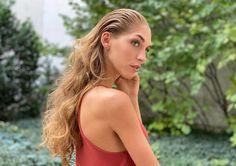 A kollekció további frizuráiért kattints a linkre! Backless, Long Hair Styles, Beauty, Dresses, Fashion, Vestidos, Moda, Fashion Styles, Long Hairstyle