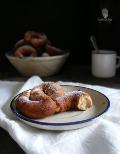 Rosquillas de yogur. Unos roscos buenísimos cuya receta han compartido desde el blog Cogollos de Agua.
