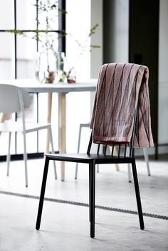 #blanket #chair #kitchen #Moments2014 #housedoctordk #©housedoctor.dk http://www.housedoctor.dk/