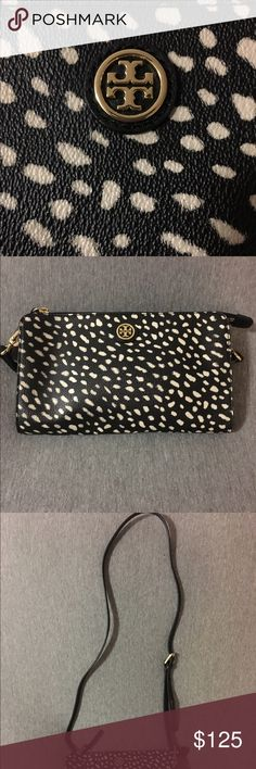 Tory Burch crossbody purse Pre-loved in great condition. Only used a few times. Strap is detachable so it can double as a clutch. Interior features 6 card slots and a pocket for bills. Compact but roomy enough for the essentials- money , phone, keys, lipgloss 💄!  Bundle and save!! Tory Burch Bags Crossbody Bags