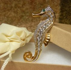 Rhinestone encrusted Seahorse Brooch Gold Plated Unsigned BEAUTIFUL details #Unsigned