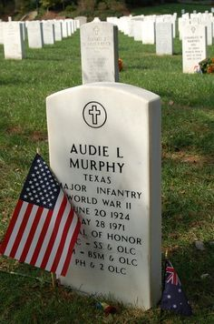 """I have seen every movie he was in! Most decorated Veteran of WWII. If you haven't seen """"To Hell and Back: The story of Audie Murphy"""" do it. Amazing what this kid did, and he played himself in the film. Kingston, Westerns, Virginia, Famous Graves, Texas History, Real Hero, American Soldiers, Six Feet Under, Special Forces"""