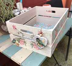 Large crate by Kadgey ❤️ Shabby Chic Crafts, Shabby Chic Farmhouse, Decoupage Vintage, Decoupage Paper, Wooden Crates, Wooden Boxes, Easy Diy Crafts, Home Crafts, Pretty Storage Boxes