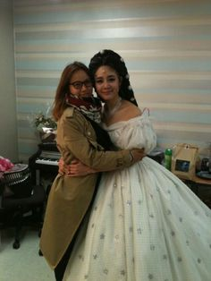 Lee Hyori takes a photo with friend and Fin.K.L. groupmate Ok Joo Hyun