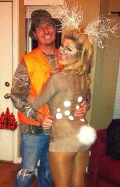 Hallowen Costume Couples Deer and hunter couple costume Deer Costume, Cute Halloween Costumes, Couple Halloween, Halloween Kostüm, Holidays Halloween, Deer And Hunter Costume, Hunter Deer, Country Halloween, Bunny Costume