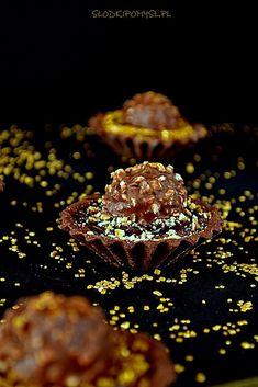 Tartaletki Rocher to pyszne, słodkie i czekoladowe kruche babeczki z kremem o smaku popularnych, czekolado-orzechowych pralinek Ferrero Rocher. Nutella, Dessert Recipes, Cupcakes, Meat, Ferrero Rocher, Food, Gastronomia, Tart, Gifts