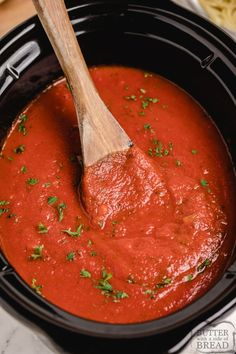 Crockpot Spaghetti Sauce made with a delicious blend of spices and tomatoes. Best homemade spaghetti sauce recipe that is simmered for hours in a slow cooker to achieve the perfect flavor. Spaghetti Sauce Recipe Crockpot, Homemade Italian Spaghetti Sauce, Spaghetti Sauce From Scratch, Slow Cooker Spaghetti Sauce, Canned Spaghetti Sauce, Slow Cooker Pasta, Homemade Tomato Sauce, Tomato Sauce Crockpot, Crockpot Meals