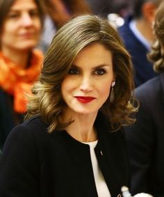 Queen Letizia of Spain attends the International Symposium: Sustainable Food Systems In Favor Of Healthy Diets And The Improvements O Nutrition at FAO on December 2016 in Rome, Italy. Royal Hairstyles, Cute Hairstyles, Hairstyles 2018, Spanish Royalty, Spanish Queen, Estilo Real, Queen Letizia, Princess Style, Hair 2018