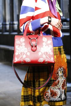 Gucci детали   Коллекции весна-лето 2017   Лондон   VOGUE, сумки модные брендовые, http://bags-lovers.livejournal.com/