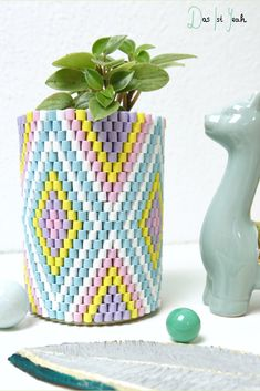 Ironing beads DIY: weave your flower pot - Ironing beads idea to weave flower pot The Effective Pictures We Offer You About baby crafts A qua - Beach Crafts, Diy And Crafts, Crafts For Kids, Paper Crafts, Seashell Crafts, Kids Diy, Garden Projects, Diy Projects, Fleurs Diy