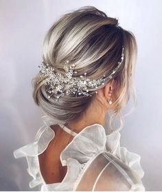 Pearl bridal hair piece Bridal hair accessories Bridal hair vine Bridal hair comb Wedding headpiece Gold hair pieces Wedding hair piece is part of Elegant wedding hair - Wedding Hair Clips, Wedding Hair Pieces, Wedding Hair And Makeup, Headpiece Wedding, Chignon Updo Wedding, Bridal Headpieces, Wedding Hair With Veil Updo, Bridal Hair Updo Elegant, Bridesmaid Hair Updo Elegant
