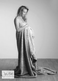 Maternity Portraiture. Black and White.