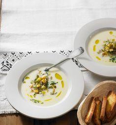 Cremig und fein mit einer Einlage aus knusprigen Croûtons, Pastinakenwürfeln und Sonnenblumenkernen.