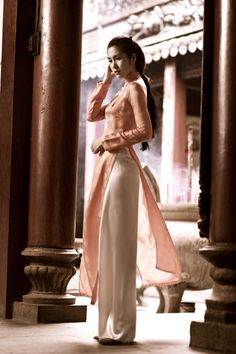 Ao dai Ao dai Love this dress. it's the kind of picture you look at 10 years down the road when you'r. Vietnamese Traditional Dress, Vietnamese Dress, Traditional Dresses, Oriental Fashion, Asian Fashion, Ao Dai, Yellow Pleated Skirt, Sri Lankan Bride, She's A Lady
