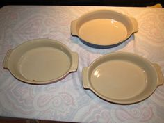 Le Creuset porcelain casserole dishes (8) in very good condition Le Creuset, Casserole Dishes, Dog Bowls, Porcelain, Auction, Plates, Cooking, Tableware, Kitchen