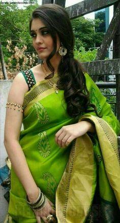 Surabhi looking gorgeous in Green Saree Photos Beautiful Girl Indian, Most Beautiful Indian Actress, Beautiful Girl Image, Beautiful Saree, Beautiful Actresses, Beauty Full Girl, Beauty Women, Femmes Les Plus Sexy, Green Saree