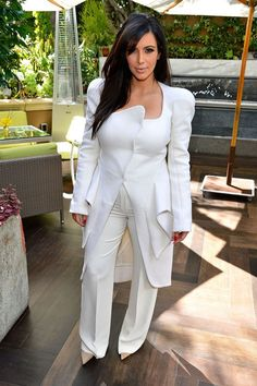 What To Wear To Flatten A Rounded Stomach: The Styling Tips You Need To Know Kim Kardashian